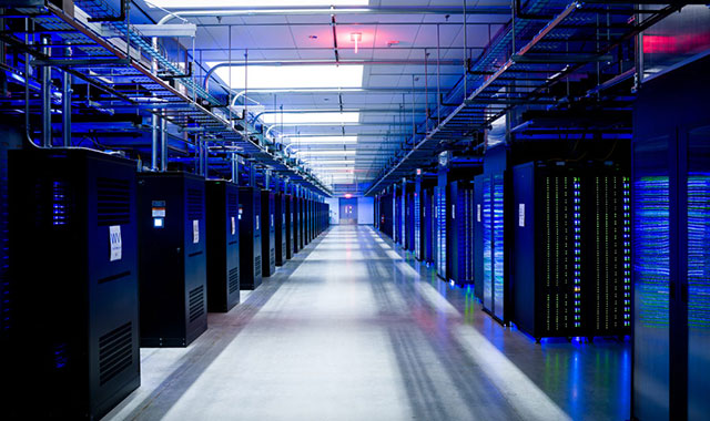 computer-tech-cloud-data-center-virtualization-server.jpg